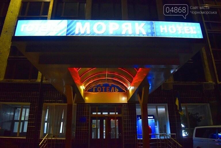 У гостиницы «Моряк» в Черноморске «освобождали заложников», фото-5