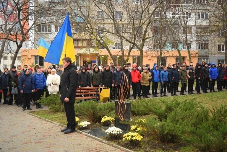 100 гвоздик на аллее Небесной сотни: в Черноморске отметили День Достоинства и Свободы, фото-17