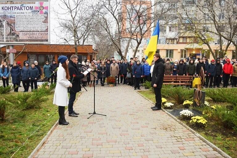 100 гвоздик на аллее Небесной сотни: в Черноморске отметили День Достоинства и Свободы, фото-1