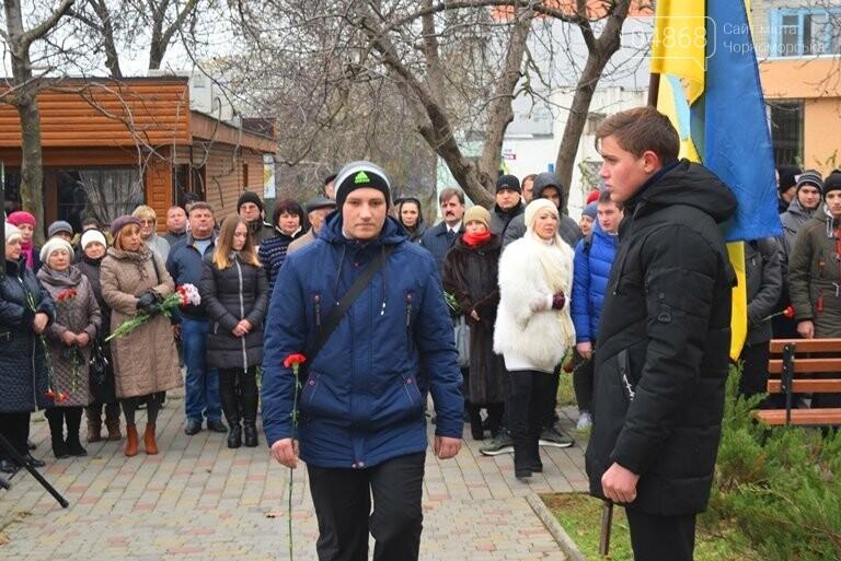 100 гвоздик на аллее Небесной сотни: в Черноморске отметили День Достоинства и Свободы, фото-4