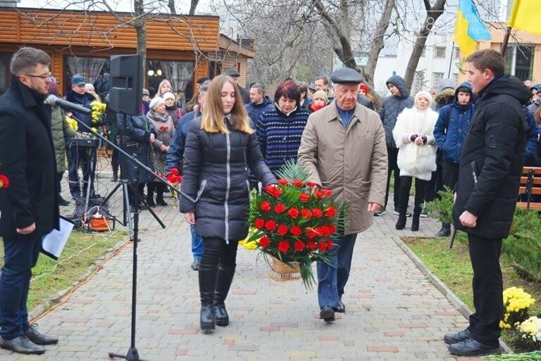 100 гвоздик на аллее Небесной сотни: в Черноморске отметили День Достоинства и Свободы, фото-6