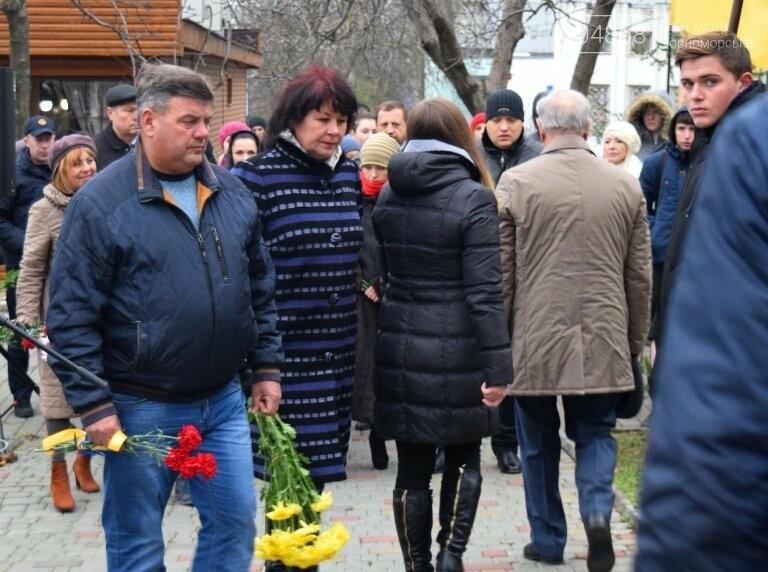 100 гвоздик на аллее Небесной сотни: в Черноморске отметили День Достоинства и Свободы, фото-18