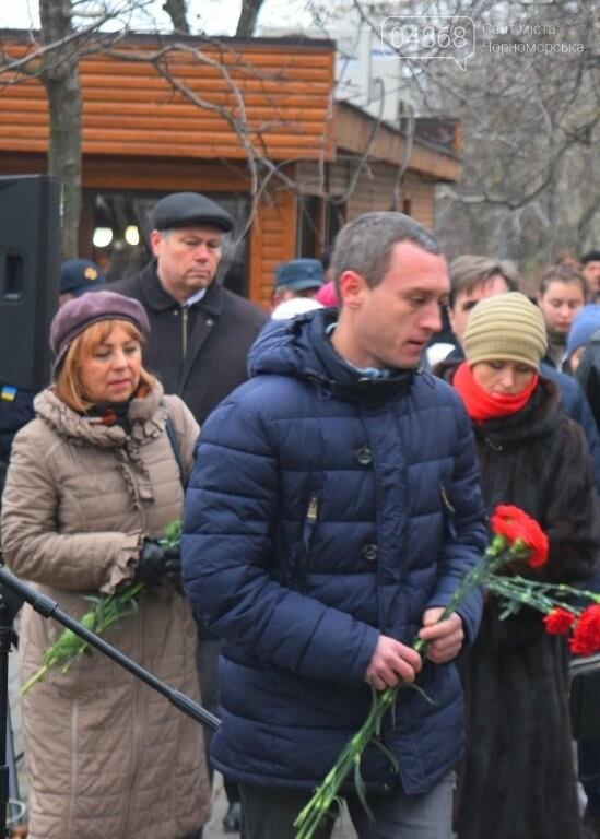 100 гвоздик на аллее Небесной сотни: в Черноморске отметили День Достоинства и Свободы, фото-20