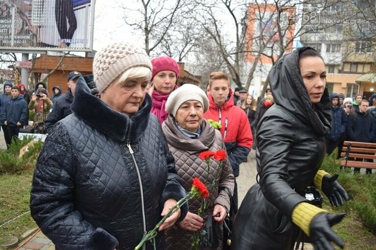 100 гвоздик на аллее Небесной сотни: в Черноморске отметили День Достоинства и Свободы, фото-5