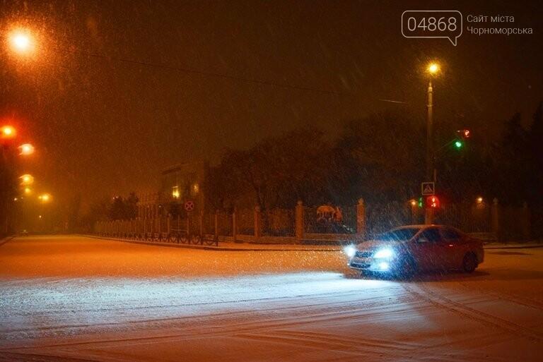 «Остаёмся зимовать»: Черноморск засыпает снегом (фото), фото-6
