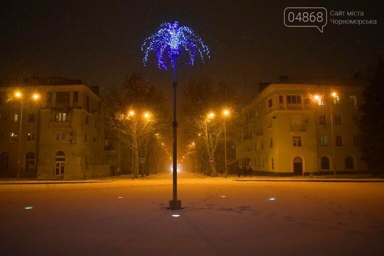 «Остаёмся зимовать»: Черноморск засыпает снегом (фото), фото-2