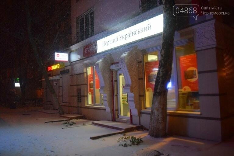«Остаёмся зимовать»: Черноморск засыпает снегом (фото), фото-10