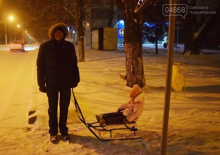 «Остаёмся зимовать»: Черноморск засыпает снегом (фото), фото-3