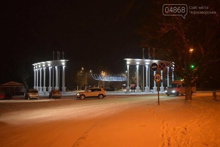 «Остаёмся зимовать»: Черноморск засыпает снегом (фото), фото-5