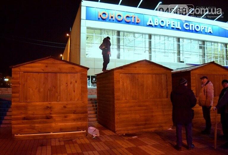Новогодняя ярмарка и праздничная торговля: приметы Нового года наполняют Черноморск, фото-3