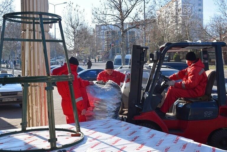 В Черноморске устанавливают главную городскую ёлку, фото-10