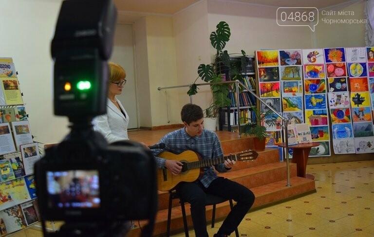 Рыжие коты, золотистые листья и книги: арт-студия «Кисточка» показала осенний Черноморск, фото-20