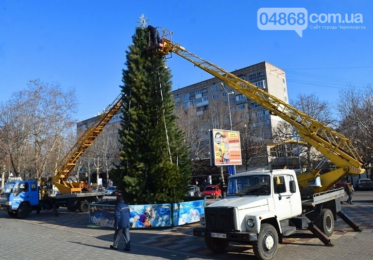 Кражей гирлянд с главной новогодней ёлки Черноморска занялась полиция, фото-2