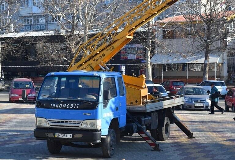 Кражей гирлянд с главной новогодней ёлки Черноморска занялась полиция, фото-6