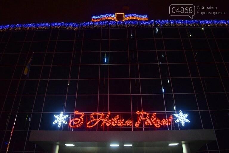 В Черноморске засверкала огнями новогодняя ёлка от «Люмьера», фото-8
