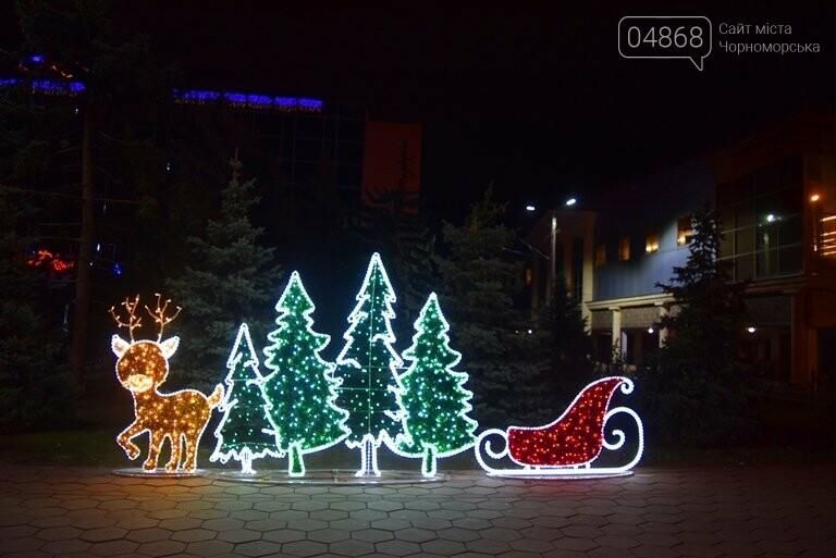 В Черноморске засверкала огнями новогодняя ёлка от «Люмьера», фото-6