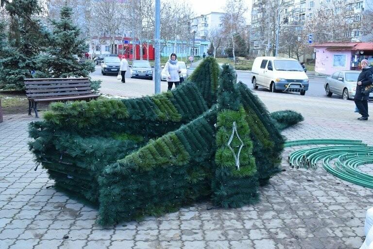 В Черноморске засверкала огнями новогодняя ёлка от «Люмьера», фото-2