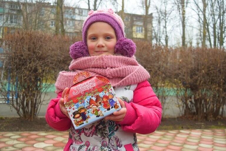«Свято наближається»: в Черноморск привезли новогодние подарки для детей из садиков и школ, фото-1