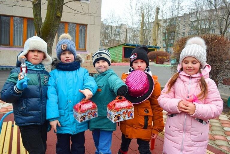 «Свято наближається»: в Черноморск привезли новогодние подарки для детей из садиков и школ, фото-2