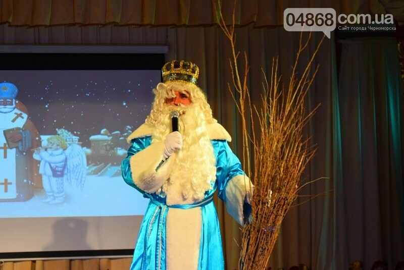 Тепло и трогательно: в «День святого Николая» в Черноморске прошёл праздник для детей-сирот, фото-1