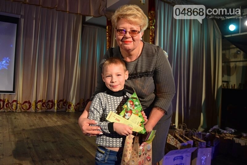 Тепло и трогательно: в «День святого Николая» в Черноморске прошёл праздник для детей-сирот, фото-3