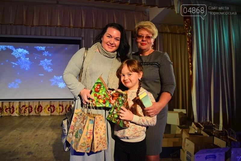 Тепло и трогательно: в «День святого Николая» в Черноморске прошёл праздник для детей-сирот, фото-4