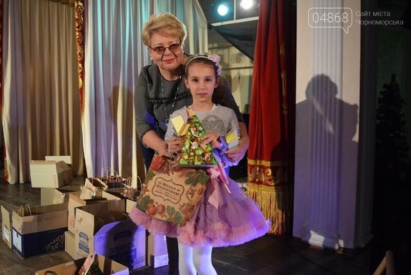 Тепло и трогательно: в «День святого Николая» в Черноморске прошёл праздник для детей-сирот, фото-9