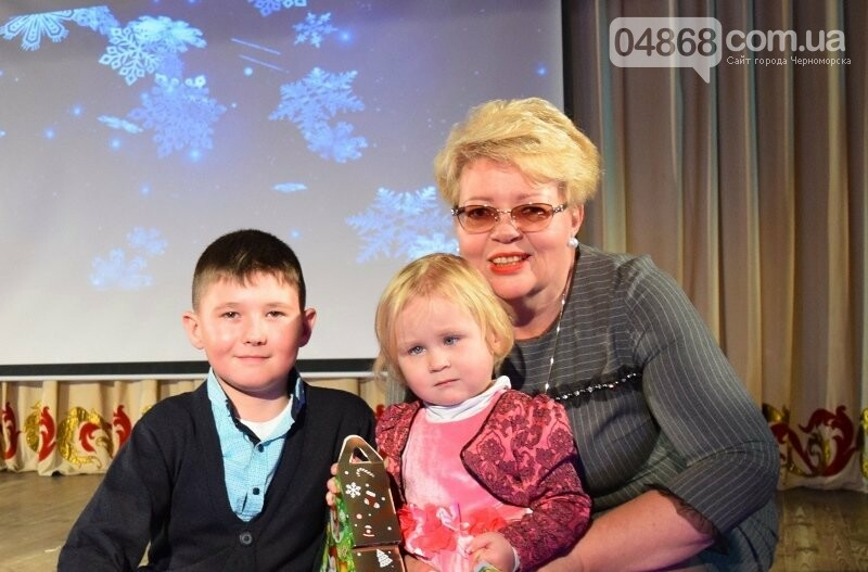 Тепло и трогательно: в «День святого Николая» в Черноморске прошёл праздник для детей-сирот, фото-24