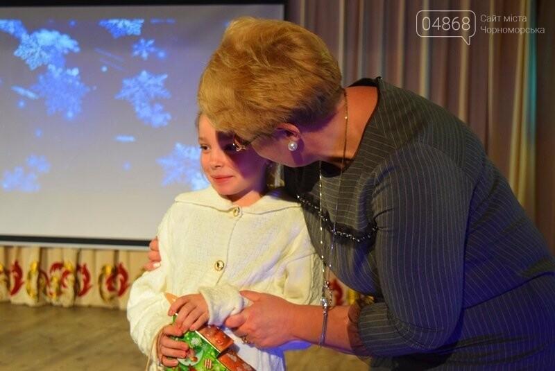 Тепло и трогательно: в «День святого Николая» в Черноморске прошёл праздник для детей-сирот, фото-7