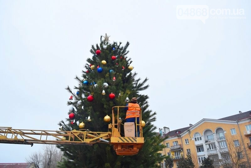 Новогодняя ёлка черноморских портовиков примеряет праздничный наряд, фото-12