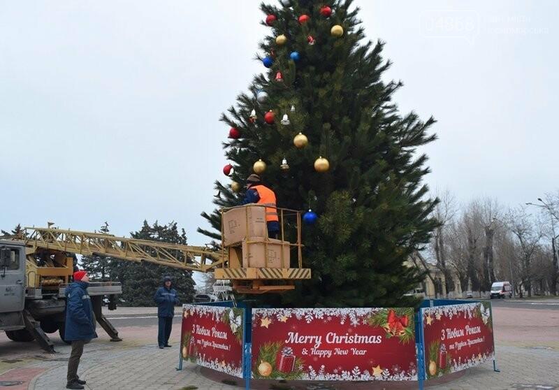 Новогодняя ёлка черноморских портовиков примеряет праздничный наряд, фото-13