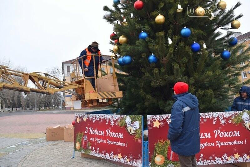 Новогодняя ёлка черноморских портовиков примеряет праздничный наряд, фото-15