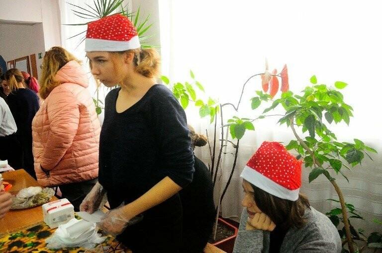 Тепло и трогательно: в «День святого Николая» в Черноморске прошёл праздник для детей-сирот, фото-5