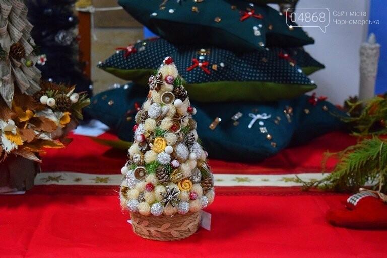 «Альтернативные» новогодние ёлочки заполнили холл исполкома, фото-12