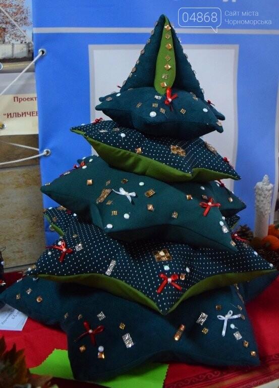 «Альтернативные» новогодние ёлочки заполнили холл исполкома, фото-13