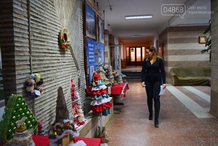 «Альтернативные» новогодние ёлочки заполнили холл исполкома, фото-6