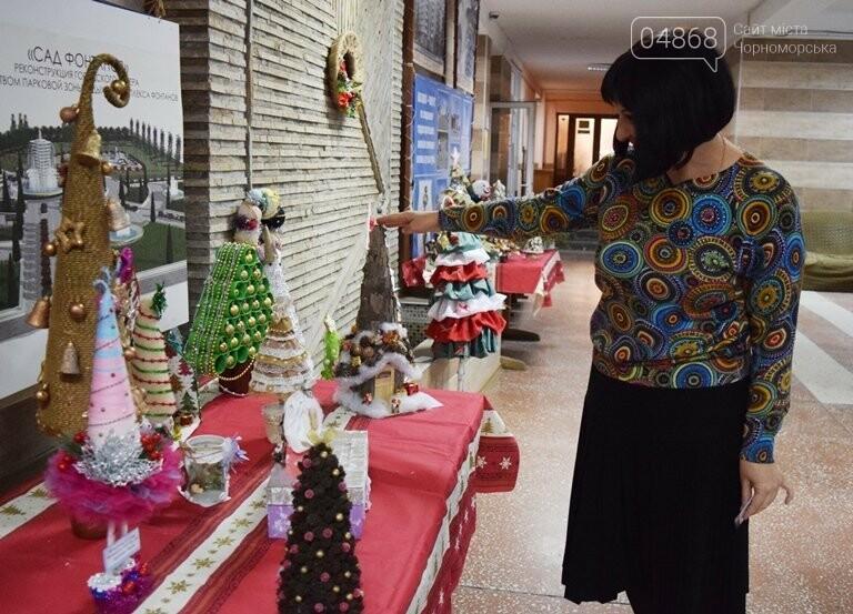 «Альтернативные» новогодние ёлочки заполнили холл исполкома, фото-9