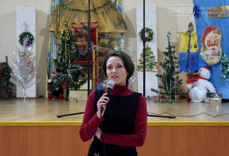 За предновогодними столами встретились 450 пожилых жителей Черноморска, фото-3