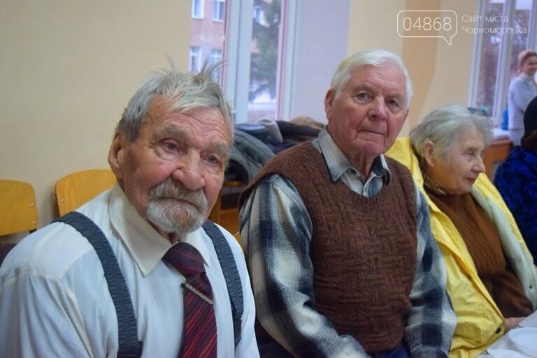 За предновогодними столами встретились 450 пожилых жителей Черноморска, фото-8