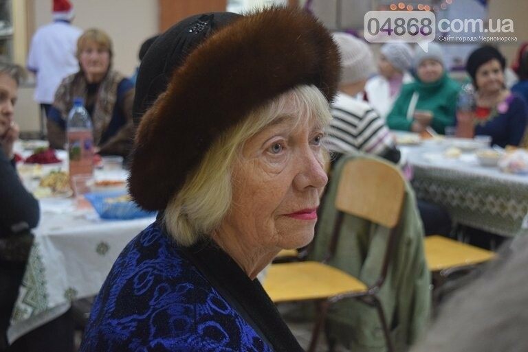 За предновогодними столами встретились 450 пожилых жителей Черноморска, фото-1