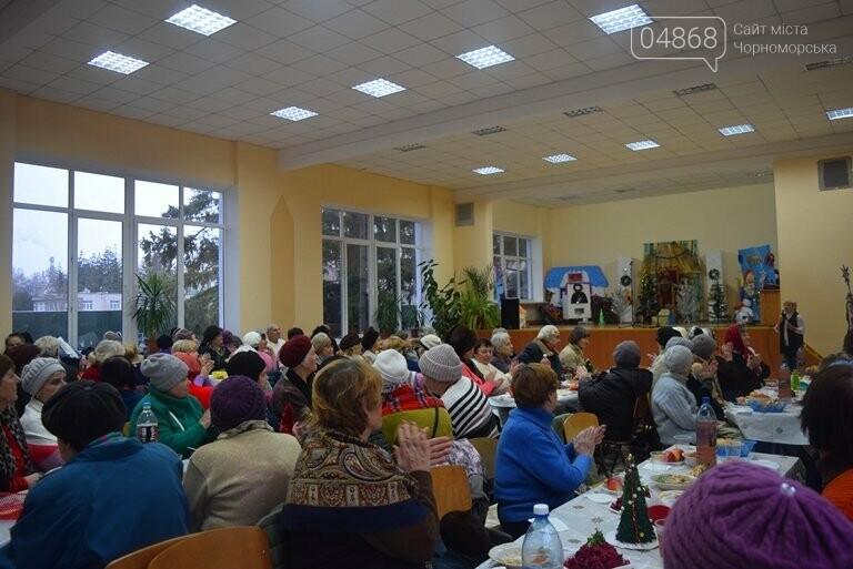 За предновогодними столами встретились 450 пожилых жителей Черноморска, фото-18