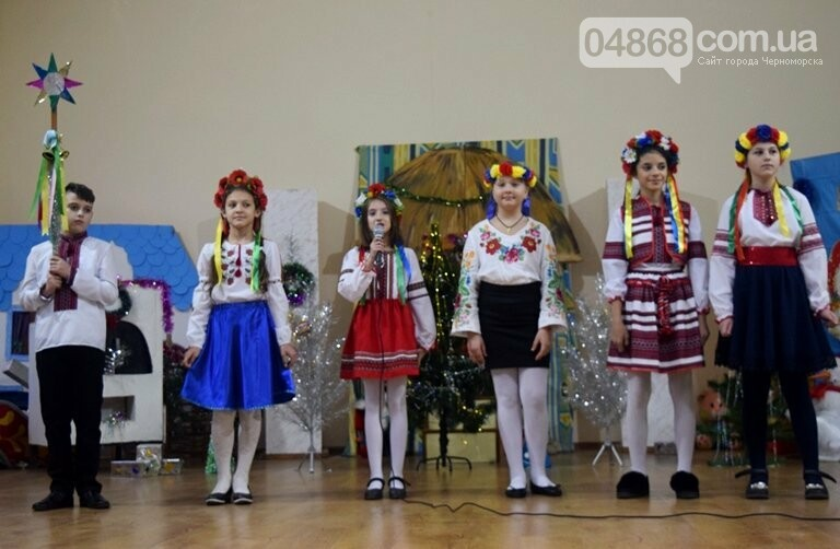 За предновогодними столами встретились 450 пожилых жителей Черноморска, фото-19