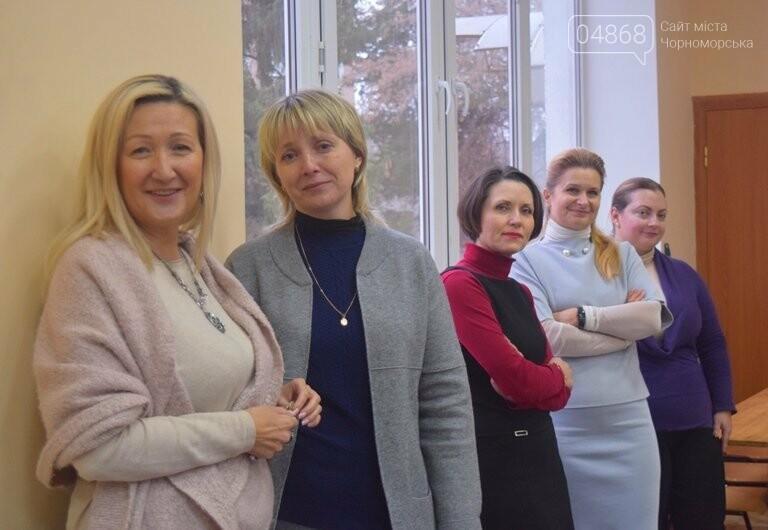 За предновогодними столами встретились 450 пожилых жителей Черноморска, фото-15