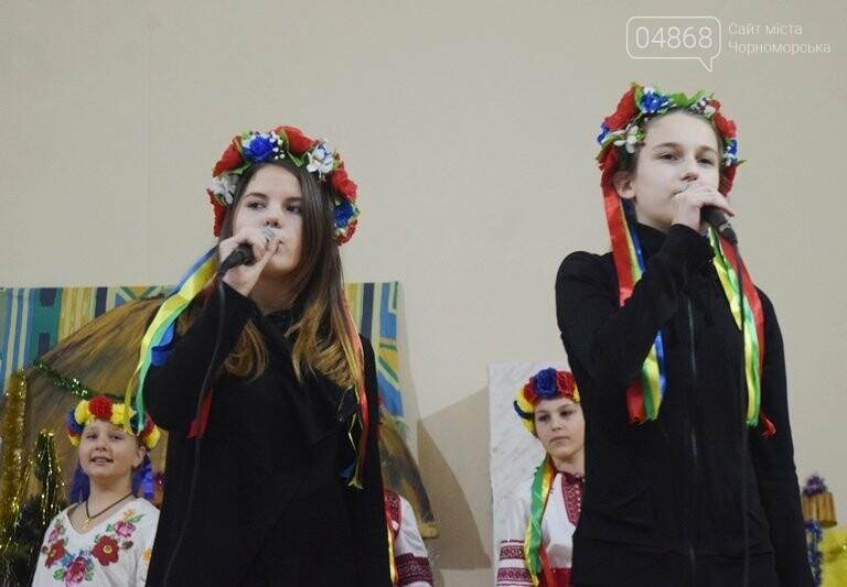 За предновогодними столами встретились 450 пожилых жителей Черноморска, фото-21