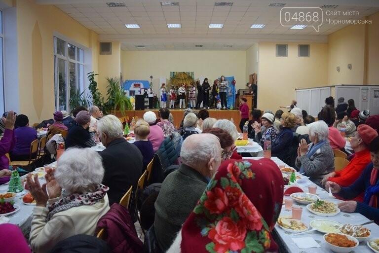 За предновогодними столами встретились 450 пожилых жителей Черноморска, фото-22
