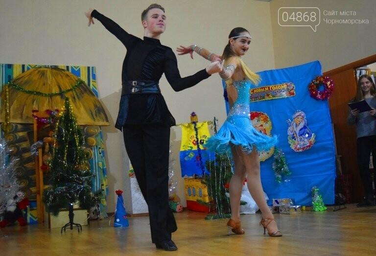 За предновогодними столами встретились 450 пожилых жителей Черноморска, фото-17