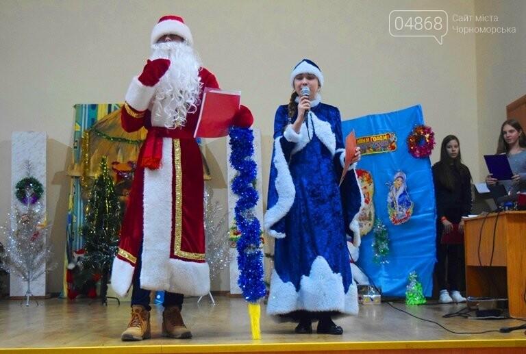 За предновогодними столами встретились 450 пожилых жителей Черноморска, фото-12