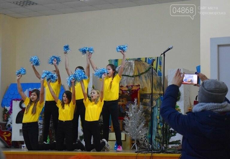 За предновогодними столами встретились 450 пожилых жителей Черноморска, фото-6