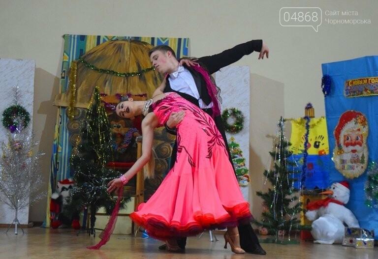 За предновогодними столами встретились 450 пожилых жителей Черноморска, фото-5