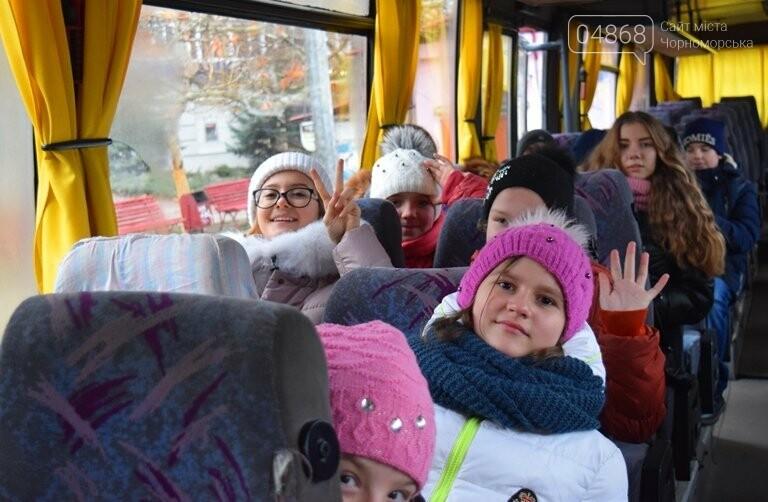 Новогоднее: облсовет пригласил маленьких жителей Черноморска в самый красивый театр Одессы, фото-3